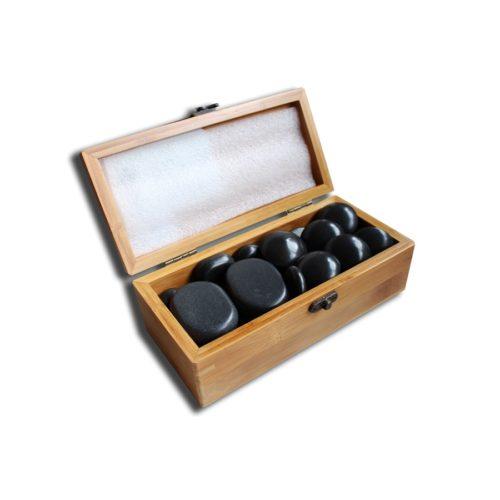le pietre basaltiche sistemate nella scatola in legno