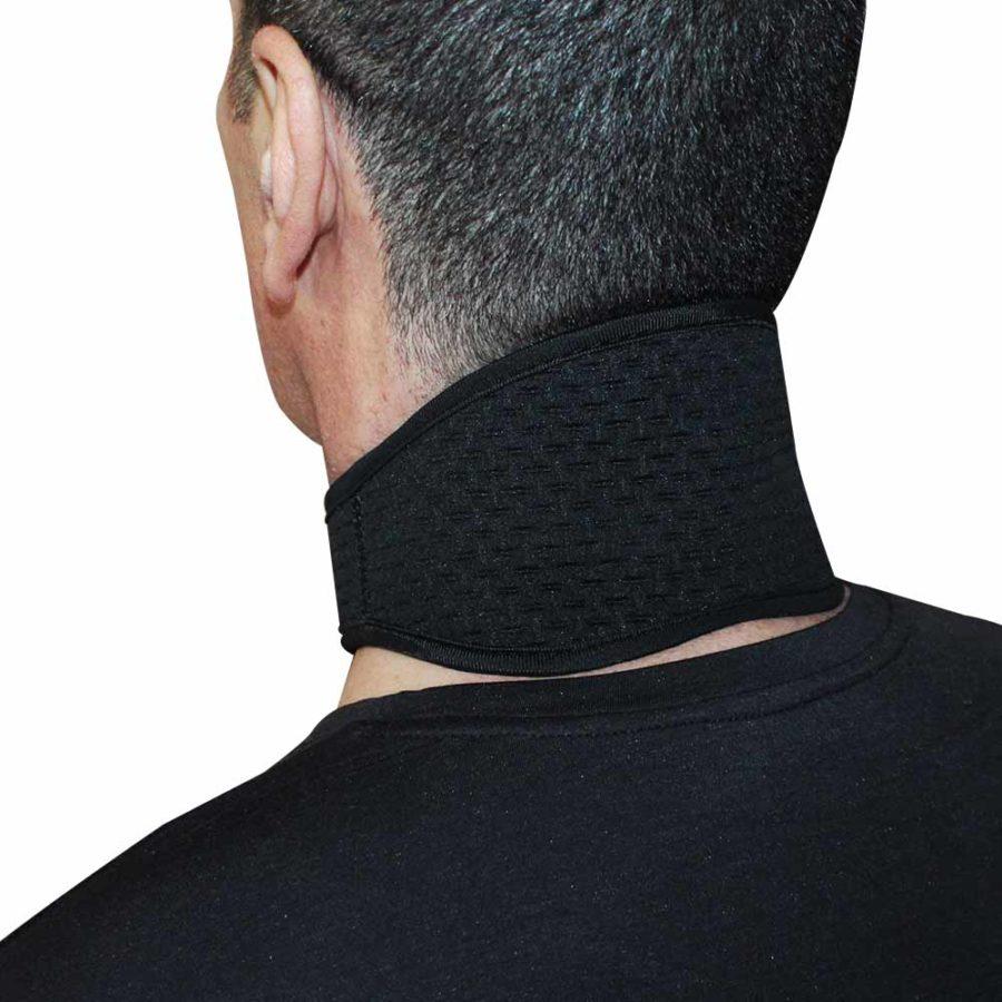 collare biomagnetico alla tormalina indossato laterale