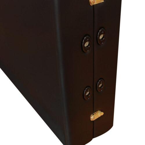 Particolare cerniere e foro del lettino portatile per ayurvedica e olio