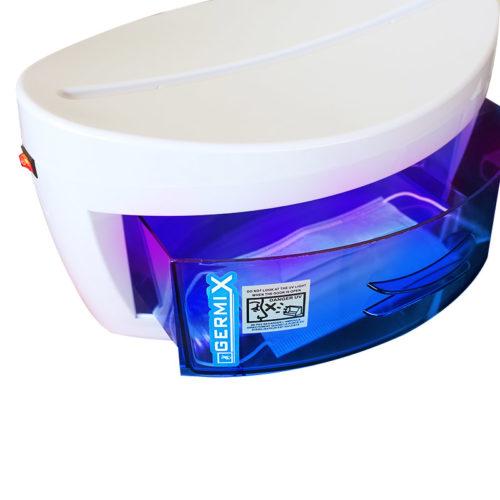 sterilizzatore a raggi uvc con lampada germicida accesa